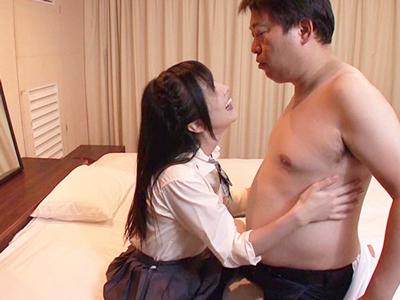 【エロ動画】ビッグダディが大槻ひびきに教える、最高に気持ちのいいセックス!セックス抗議を受けたあとには、フェラチオ、手コキ、シックスナインの前戯からセックススタート!