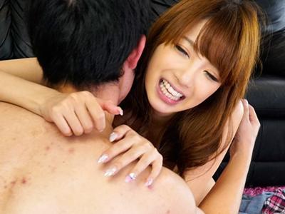 【エロ動画】キモイ素人男性であったとしても、笑顔で受け入れた上で、クンニの要望も聞いて、ディープキスもしてあげて、正常位でのセックスを受け入れるRION!