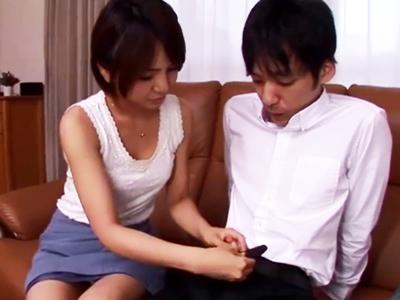 【エロ動画】息子のことが心配過ぎるビッチママ。精子の出し方を教えてあげると手コキやフェラ、アナル舐めをして、それから中出し近親相姦セックスまでやってしまう!