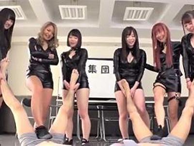 【エロ動画】M男男優オーディション!6人の痴女たちによる面接は、言葉責めありビンタあり、電気あんまでチンポをめちゃくちゃに刺激しまくりドMの本性を刺激しまくる面接だ!