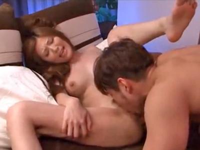 【エロ動画】年下セフレとの快感セックスがやめられない人妻・椎名ゆなは、今日も69で攻めあった後のピストンでうっとりと感じまくる!