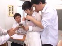【エロ動画】巨乳の女教師が生徒たちに無理やりフェラチオ・手コキさせられ教室でレイプ!正常位で何度もマンコを犯されまくりザーメンを顔射ぶっかけ!