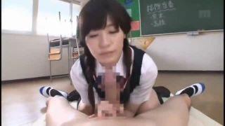【エロ動画】可愛い過ぎるスレンダー女子高生の高橋しょう子が同級生のチンポをフェラチオ・手コキで喰いまくる…プリンプリンの尻を包んだパンチラを見せられて精子が大量射精