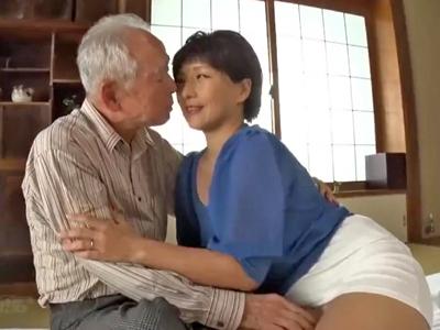 【エロ動画】巨乳人妻が介護している旦那の父親と濃厚セックス…老人チンポをフェラチオ・手コキで勃起させ騎乗位杭打ちピストンで腰を振りまくり久々の快楽に浸る