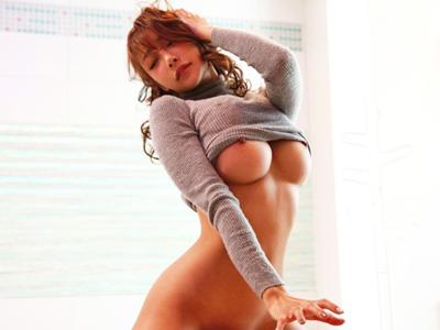 【エロ動画】媚薬&男優のテクで発情した明日花キララのおマンコはずぶ濡れ!?膣奥までがっつりピストンされたら、綺麗な顔で濃厚ザーメンを見事キャッチ!