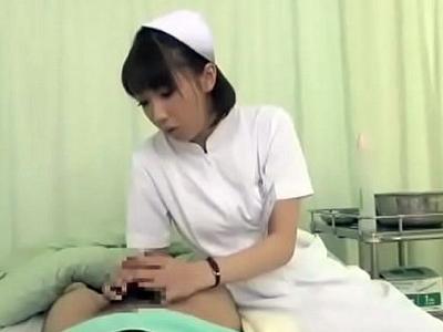 【エロ動画】患者の性欲処理をしてあげる優しいスレンダー看護婦さん…フェラチオ・手コキでチンポをギンギンに勃起させ最後は騎乗位杭打ちでザーメンが大量射精