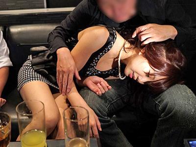 【エロ動画】結婚式の二次会で泥酔していたギャルをホテルに連れ込み中出しハメ撮りセックス…フェラチオ・手コキでチンポを刺激させ騎乗位・バックで犯しまくる