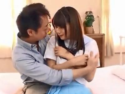 【エロ動画】感度抜群の女子高生コスプレ美少女と激しいセックス…クンニ・手マンでマンコをヌルヌルに拡張しフェラチオで勃起したチンポを挿入し正常位で激ピストン