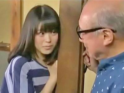 【エロ動画】ロリ美少女の孫娘に睡眠薬を盛ってしまうおじいちゃん。道着を脱がせてノーブラ貧乳を露わにするとちんぽを挿入して近親相姦レイプしてしまう!