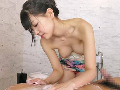 【エロ動画】巨乳美女の鈴木心春が洗体エステで一生懸命ご奉仕するセックス…勃起チンポを鷲掴みにして手コキし騎乗位・バックで射精したザーメンを自らごっくん