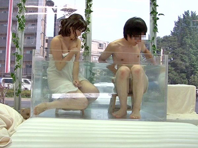【エロ動画】マジックミラー企画で友達同士に混浴してもらう!巨乳に興奮すると勃起したちんぽを素股。クンニとフェラで高まったら結局ハメちゃったw