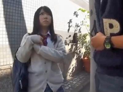【エロ動画】雑誌の撮影と騙されたロリJK…連れ込まれたホテルで速攻おもちゃでマンコいじめ!激しい愛撫からのSEXで大人精子を大量に中出しされる!