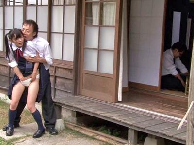 【エロ動画】そんなつもりなかったのに…久しぶりに会ったおじさんに襲われちゃったロリJKは、チンポの快感に包まれ初めての絶頂♡