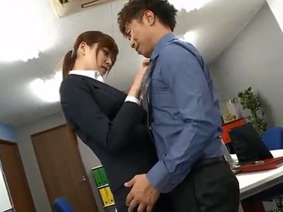 【エロ動画】ビッチすぎるOLさんがオフィスの中でヤリまくり!ガーターベルトをつけたまま激しくピストンされて中出しまで…