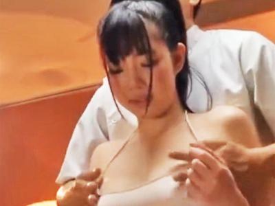 【エロ動画】巨乳娘が変態マッサージ師に媚薬オイルを塗られて痙攣悶絶!いつの間にか勃起チンコをぶち込まれて騎乗位・正常位で犯されまくるレイプがスタート…