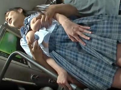 【エロ動画】バスで見つけた巨乳女子高生を痴漢で欲情させて自宅にお持ち帰り!フェラチオ・手コキで勃起チンポをご奉仕させ騎乗位・バックで乳揺れさせながら犯しまくる