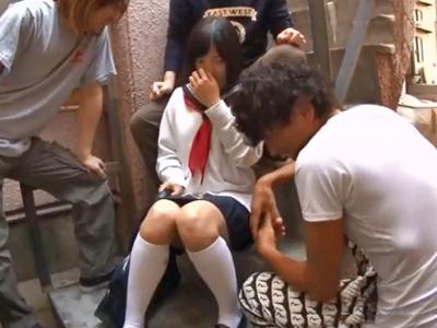 【エロ動画】同級生に拉致られてしまったセーラー服JKが輪姦レイプで喘ぎっぱなし!拘束されたままピストンされて、ザーメンで汚れるピュアマンコ