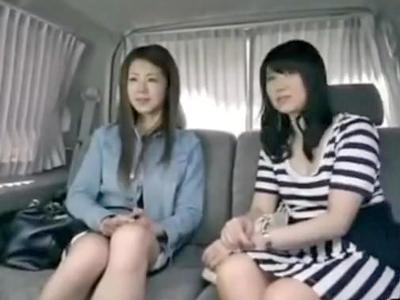 【エロ動画】美人親子をナンパしそのままホテルに連れ込む!すると2人とも淫乱だったようでまさかの親子丼3Pに発展w母も娘もスレンダーで綺麗なのにビッチすぎたw