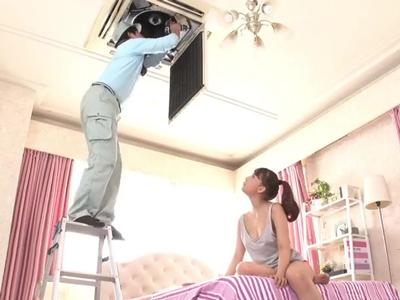 【エロ動画】元アイドルの三上悠亜の部屋の家電が壊れちゃった!修理のオジサンが作業してる間にまさかのノーブラで胸チラ!欲情したオジサンに襲われセックスしちゃうw