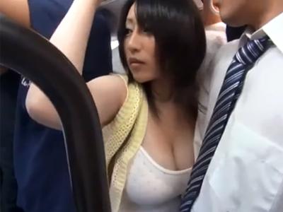 【エロ動画】満員バスで突然の痴漢!しかし巨乳の女はその行為に感じてしまい自らチンコをマンコに擦り付けてしまう痴女だったwパンストを破きSEXして胸にぶっかけ!