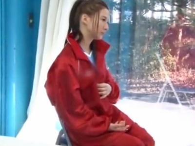 【エロ動画】部活合宿に励むアスリート系美尻女子大生をマジックミラー号に乗車させてエロマッサージ施術!日焼け跡が残る身体は引き締まっていて超敏感なので中出しw