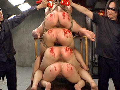 【エロ動画】監禁拘束されて凌辱される有本紗世・小西まりえ・辻井ゆう・原美織の4人のJKたち!震える彼女たちにSM調教しハードすぎる辱めを受けさせてレイプする!