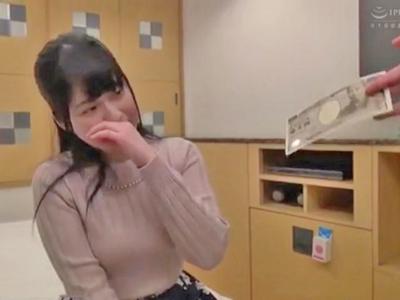 【エロ動画】終電を逃しちゃった大学生男女がエロ企画に参加w朝までSEXしなければ10万円、ヤッた挙句中出ししちゃったらさらに多い金額が…その様子をモニタリング☆
