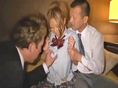 【エロ動画】股を開く事が趣味の爆乳ギャルJKがホテルで援助交際3Pセックス…ビッチマンコを騎乗位・駅弁でピストンされ中出し種付けなんて余裕で許しちゃう!