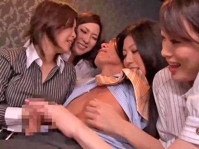 【エロ動画】スタイル抜群巨乳痴女4人にフェラチオ・顔面騎乗位・乳首舐めで責められまくるハーレムセックス…射精した後にはレズプレイを始めだしもう収集がつきません…