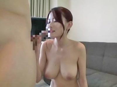 【エロ動画】「夫のより気持ちいい…」不倫セックスで他人棒を挿入された巨乳妻は、膣奥まで激しくピストンされて乳揺れしながら喘ぎまくり!