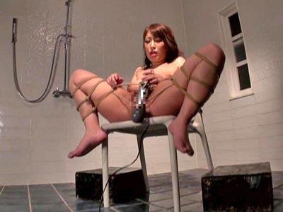【エロ動画】ドMな巨乳女を人間便器として完全調教!便器を舐めさせる屈辱プレイと、拘束したままおしっこ&ザーメンまみれに!