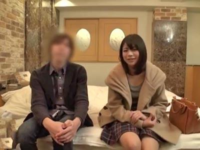 【エロ動画】男女の友情は脆く崩壊!?友達とホテルに行った巨乳JDは、禁断の一線を越え中出しファックで感じまくり!