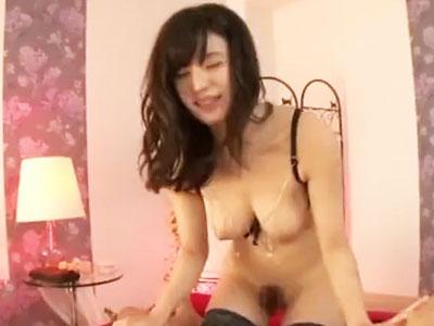 【エロ動画】網タイツの似合う美脚美女がチンポをシコシコしごいてくれて…顔騎クンニでご奉仕させられたあと、騎乗位で精液を搾り取られる!