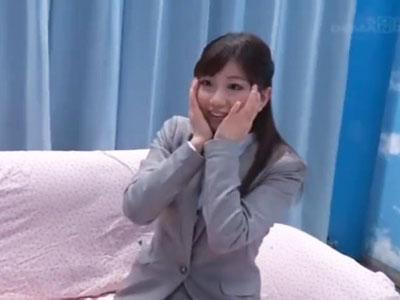 【エロ動画】「私でいいんですか!?」MM号でOLさんと脱童貞!初めて味わう女体に興奮してる童貞クンが大量ザーメンをドピュッと発射!