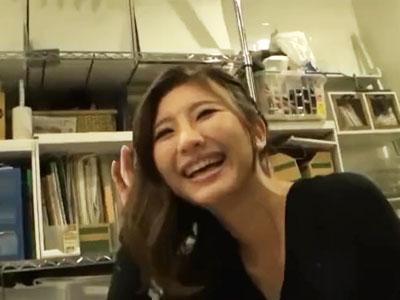 【エロ動画】終電後の祐天寺で素人娘をガチナンパ!家に上がり込んだらチンポを生挿入し、激しいピストンで感じる姿をがっつりハメ撮り!