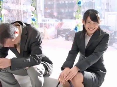 【エロ動画】彼氏持ちのOL×オヤジ上司がMM号で…69でじっくりと攻めあってから挿入し、じっくりピストンを繰り返すNTRセックス!