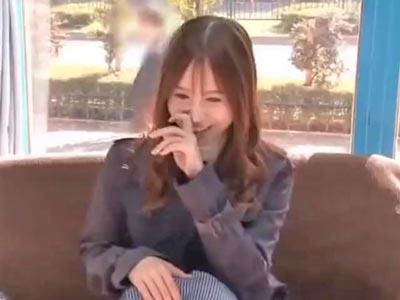 【エロ動画】欲求不満な奥様がMM号で不倫セックス!他人棒をズブッと挿入したら、乳首攻めされながら奥のほうまで激しくピストン!