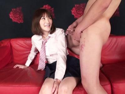 【エロ動画】男にオナニーを見せつけられて興奮しちゃった巨乳JKが、制服を着たまま挿入されて乳揺れしながら喘ぎまくり!