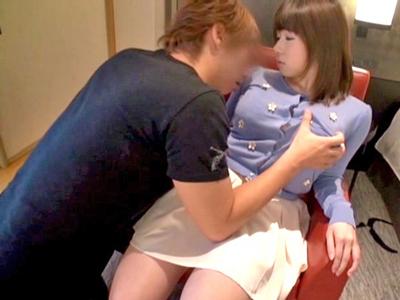 【エロ動画】ロリ顔の18歳専門学生がキスしながら乳首責めされておマンコ濡れちゃうwさらにおもちゃと手マンで責められてフェラやパイズリのご奉仕開始でSEX突入!