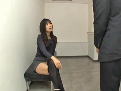 【エロ動画】綺麗な女上司はとんでもなくドSな痴女だった!頭を押さえつけられ無理矢理パンツの中を見せられてチンコを美脚でイジメられ腿コキで強制的に射精させられちゃう!