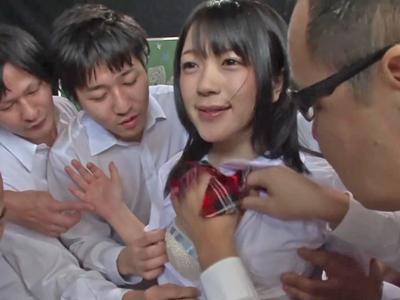 【エロ動画】制服姿の黒髪ロリカワJK・南梨央奈が時間停止企画に登場!時間が止められる腕時計を使われてしまった彼女は男達にパイパンまんこを弄られて次々と中出しされる!