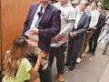 【エロ動画】1淫乱ギャルがとんでも企画を考案!デカチン、粗チンどんなチンコでもOK☆先着30名限定で100円ぽっきりのフェラからの口内射精&ごっくんサービス!