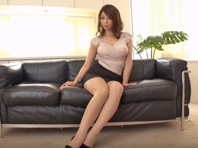 【エロ動画】完全着衣でセックスするスレンダーな巨乳のセクシー美熟女・ 篠田あゆみ!身体を弄られ固定バイブで感じまくったらフェラで奉仕しバックでハメ倒される!