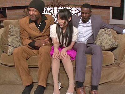 【エロ動画】スレンダーボディを二人の黒人に責められまくり思わず潮吹きしてしまう黒髪美少女の佳苗るか…デカマラをぶち込まれ騎乗位・バックでなすすべなく絶頂…