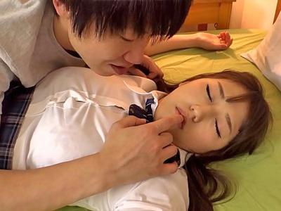 【エロ動画】JK妹を睡眠薬で眠らせる鬼畜兄。まんぐり返しにしてパイパンまんこを手マンでかき混ぜ凌辱するとちんぽを挿入して近親相姦!そのまま勝手に中出しするw