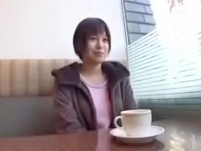 【エロ動画】ショートヘアのロリ系美少女が美乳やオマンコ弄り回されて感じまくりお返しフェラでは美味しそうにしゃぶる!そのままSEX突入でスレンダーボディ震わせイっちゃうw