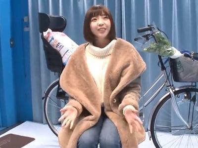 【エロ動画】マジックミラー号にナンパされたロリ顔のスレンダー人妻がアクメ自転車に乗って悶絶!他人棒を拒む事もできず強制NTR不倫で突かれまくる事態に…