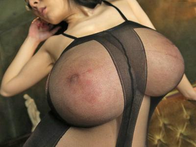 【エロ動画】世界レベルの爆乳スライムHitomiちゃんが乱交中出しセックスで大暴れ!とんでもない乳揺れを起こしながら騎乗位・正常位でチンコに突かれまくり…!