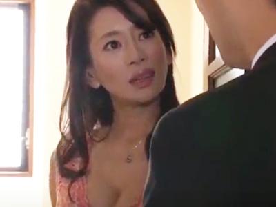 【エロ動画】部屋を内見していると欲情したのでオナニーを開始する頭おかしい巨乳熟女の人妻…ちょうど不動産屋のチンコがあったのでフェラチオして不倫NTRに突入…