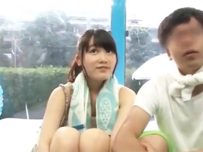 【エロ動画】彼氏とデート中のビキニの巨乳美少女をマジックミラー号にナンパしてセクハラマッサージ!最後は肉棒を挿入して中出しする寝取られセックスに…!